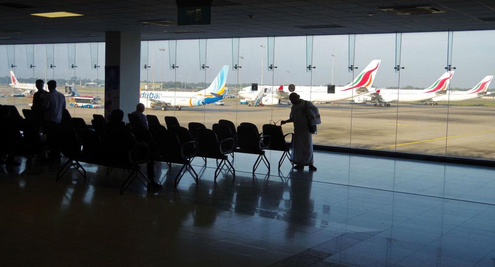 Wewnątrz lotniska Bandaranaike, Kolombo