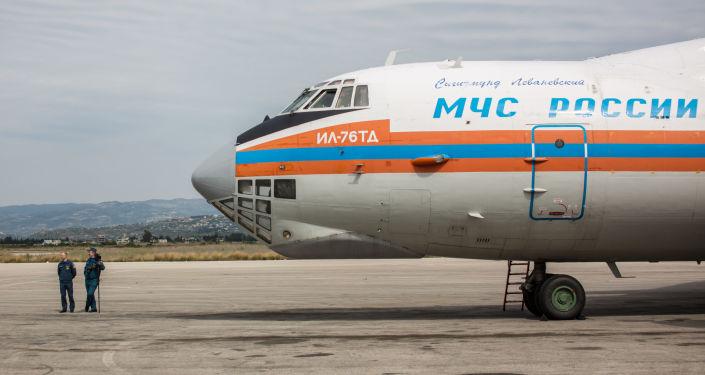 Samolot Ministerstwa Spraw Nadzwyczajnych Rosji z pomocą humanitarną na pokładzie przyleciał na lotnisko w Latakii