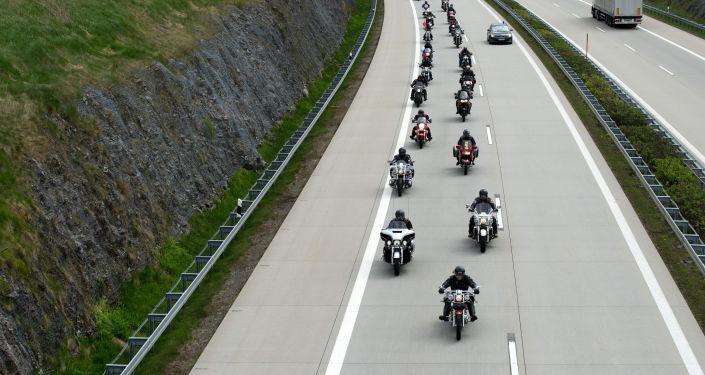 Uczestnicy rajdu zorganizowanego przez klub motocyklowy Nocne Wilki