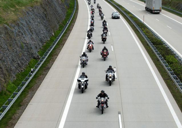 Uczestnicy rajdu zorganizowanego przez klub motocyklowy