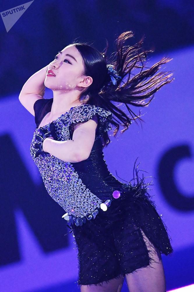 Japońska łyżwiarka figurowa Rika Kikhira na Mistrzostwach Świata w łyżwiarstwie figurowym na Phú Quốc.