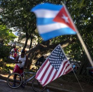 Flagi USA i Kuby