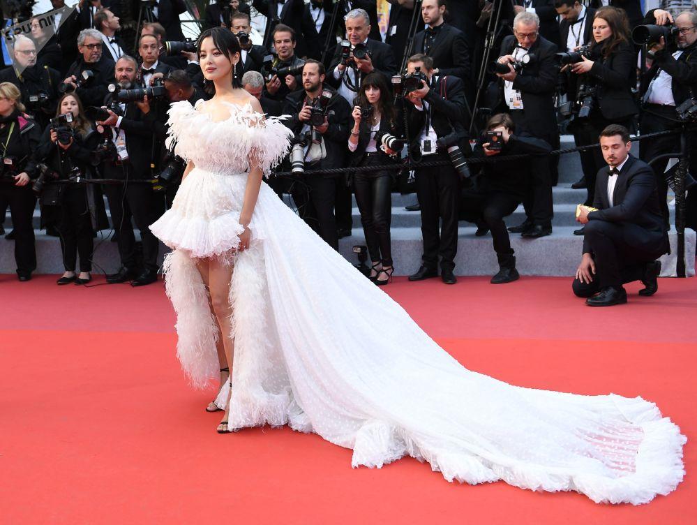 Aktorka z Hongkongu Xin Zhilei na czerwonym dywanie 72. Międzynarodowego Festiwalu Filmowego w Cannes.