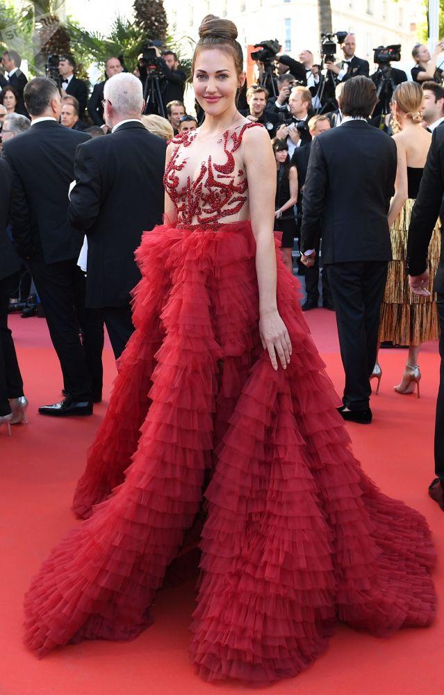 Aktorka i producentka Meryem Uzerli na czerwonym dywanie 72. Międzynarodowego Festiwalu Filmowego w Cannes.