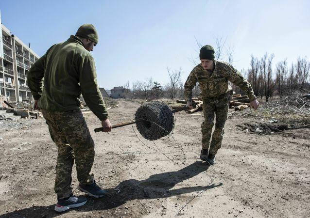 Ukraińscy żołnierze niedaleko miejscowości Marjinka w obwodzie donieckim