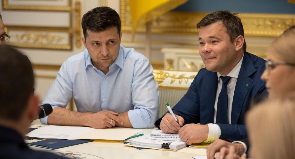 Prezydent Ukrainy Wołodymyr Zełenski i jego doradca Andriej Bogdan w Kijowie