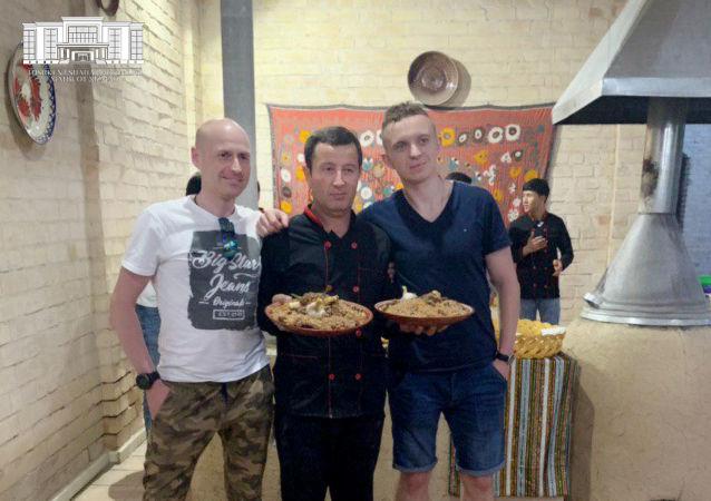 Polscy turyści w Uzbekistanie zapoznają się z tajnikami tamtejszej kuchni
