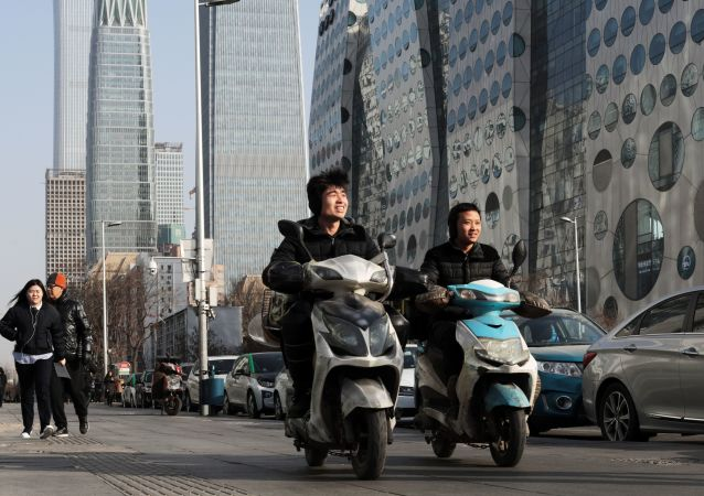 Młodzież w centralnej dzielnicy biznesowej Pekinu