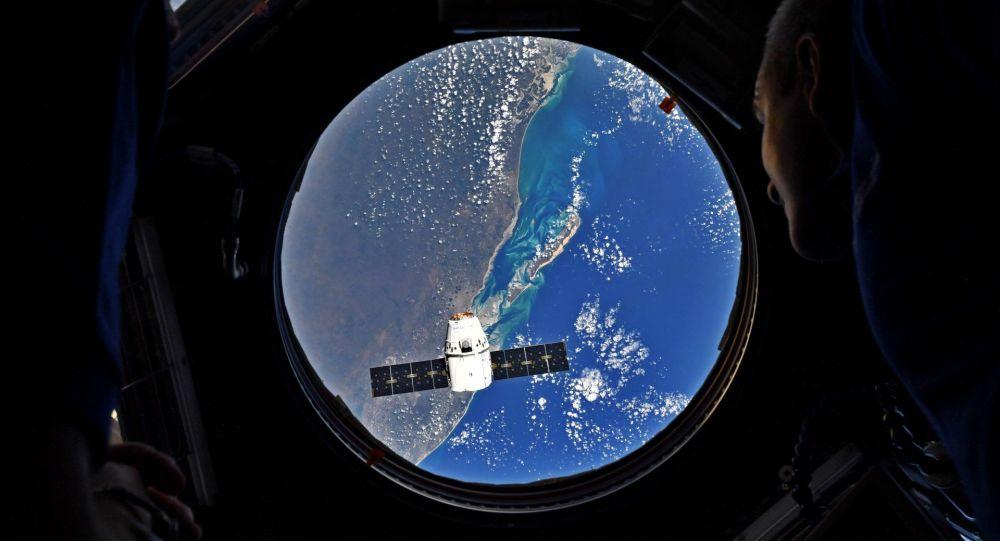 Rakieta nośna Falcon 9 z towarowym statkiem kosmicznym Dragon wystarrtowała z kosmodromu na przylądku Canaveral