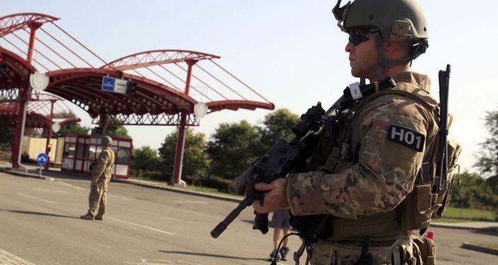 Żołnierz strzeże chorwackiej granicy