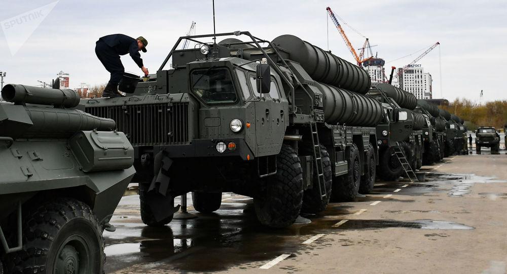"""Kompleks przeciwlotniczy dużego zasięgu S-400 """"Triumf"""