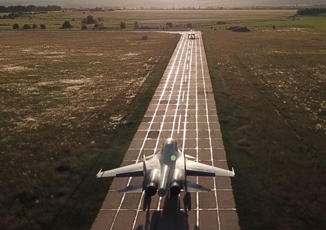 Dziury powietrzne, tankowanie w powietrzu i turbulencje: rosyjskie myśliwce nie mają lekko