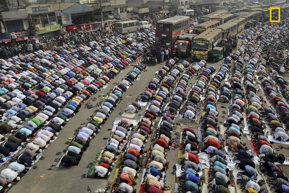 Ulice Dhaka - Trzecie miejsce w nominacji Cities. Fotograf Sandipani Chattopadhyay