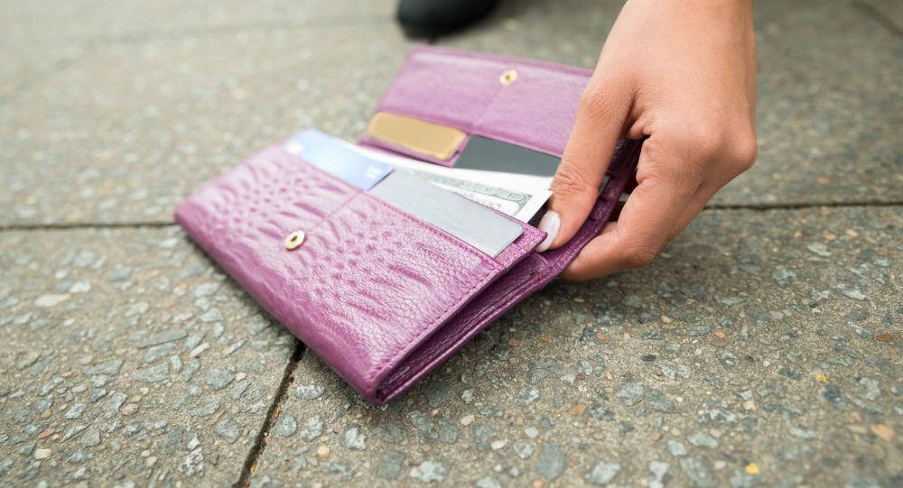 Znaleziony portfel z pieniędzmi