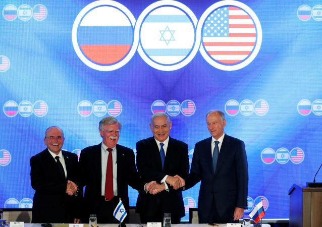 Negocjacje między przedstawicielami Stanów Zjednoczonych, Izraela i Rosji w Jerozolimie