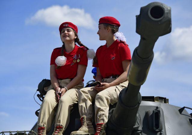"""Przedstawiciele ruchu """"Junarmia"""" na Międzynarodowym Forum Wojskowym """"Armia-2019"""""""
