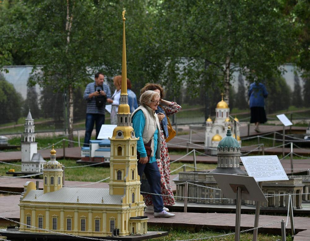 """Makieta Sobór Pietropawłowski na wystawie """"Rosja w miniaturze w parku Carycyno"""