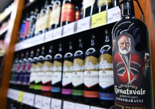Gruzińskie wino na półkach rosyjskiego sklepu