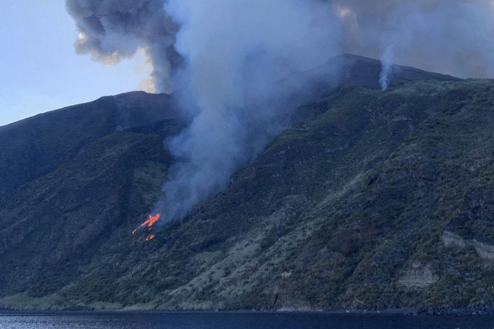 Erupcja wulkanu Stromboli we Włoszech