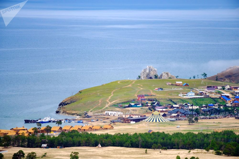 Wioska Chużir na wyspie Olchon nad jeziorem Bajkał w obwodzie irkuckim.