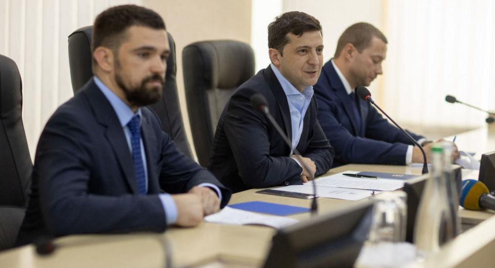 Prezydent Ukrainy Wołodymyr Zełenski na posiedzeniu w Użgorodzie
