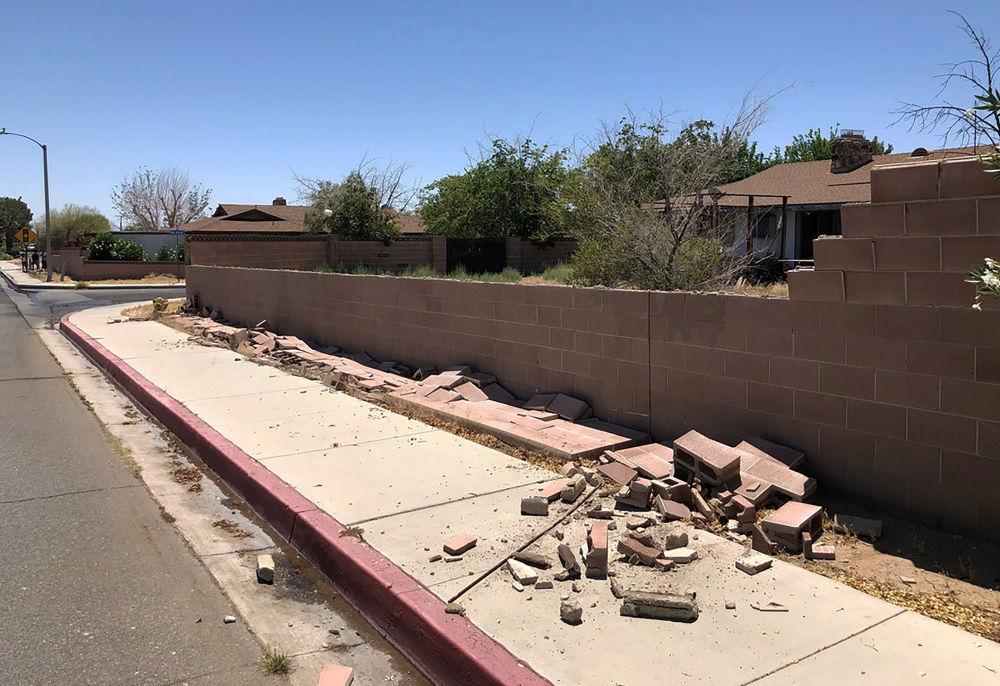 Ściana zniszczona w wyniku najsilniejszego od 25 lat trzęsienia ziemi w Kalifornii.