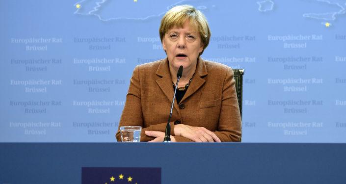 Kanclerz Niemiec Angela Merkel rozmawia z mediami po nadzwyczajnym posiedzeniu szczytu UE