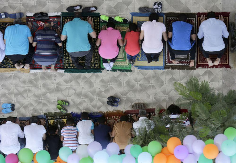 Egipscy muzułmanie podczas obchodów Id al-Adha w Kairze
