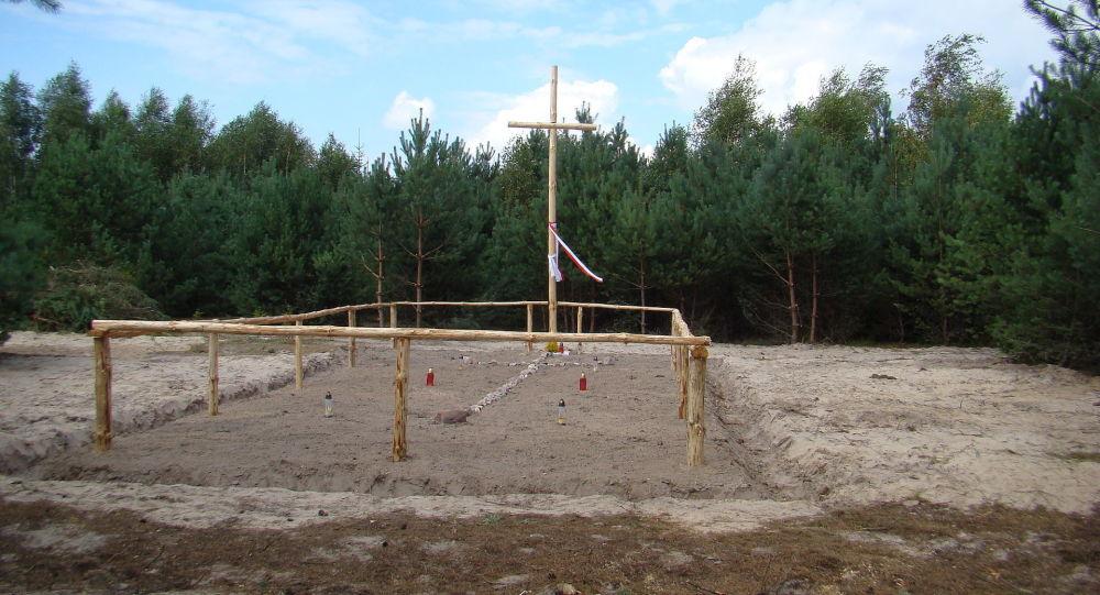 Miejsce ekshumacji ofiar Rzezi Wołyńskiej we wsi Ostruczki na Ukrainie.