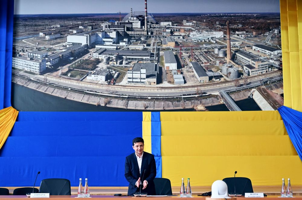 Prezydent Ukrainy Wołodymyr Zełenski na uroczystości oddania do użytku nowego sarkofagu nad czwartym blokiem Czarnobylskiej Elektrowni Atomowej.