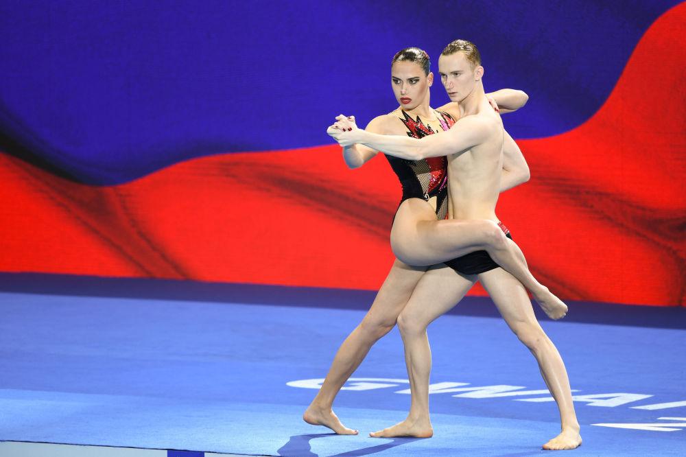 W programie technicznym duetów mieszanych w pływaniu synchronicznym najlepsi byli Rosjanie Maija Gurbanberdiewa i Aleksander Malcew