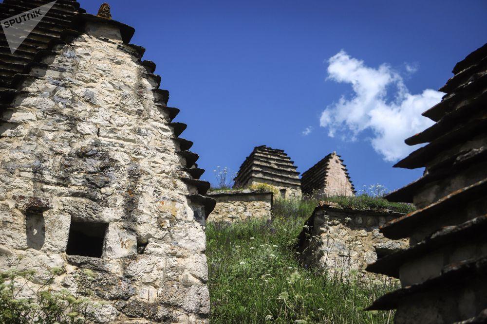 """""""Miasto Zmarłych"""" w wiosce Dargaws"""