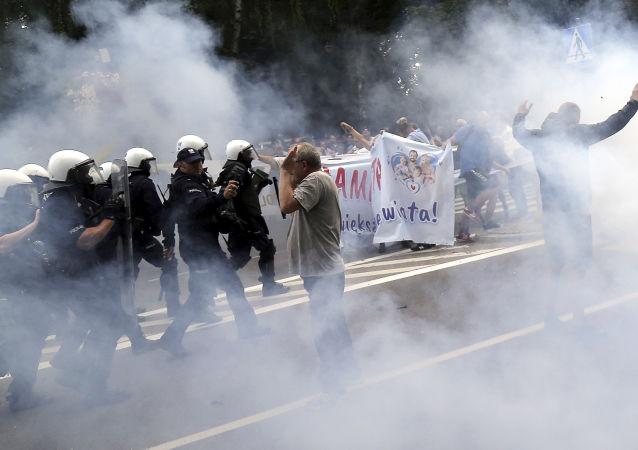 Starcia z policją podczas Marszu Równości w Białysmtoku.
