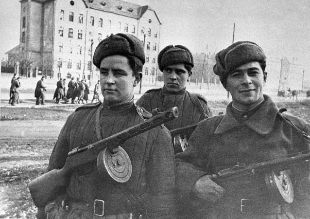 Żołnierze radzieccy w Budapeszcie
