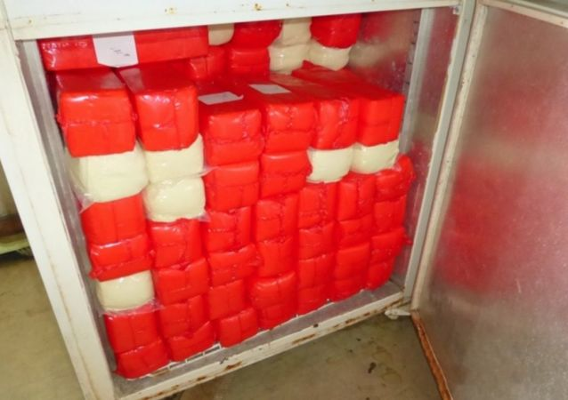 400 kg sankcyjnego sera skonfiskowanego przez funkcjonariuszy straży granicznej na posterunku celnym  w Mamonowie
