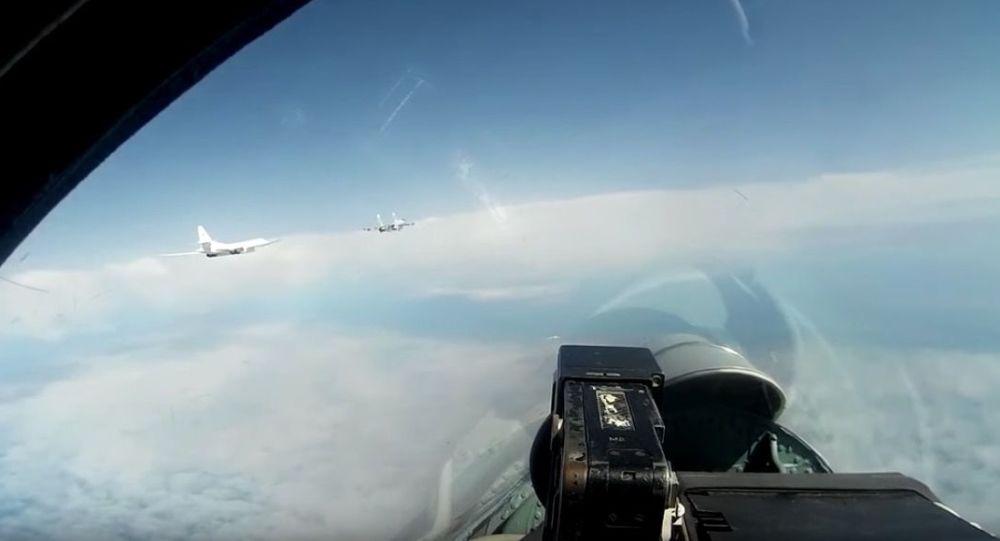 Planowy lot strategcznych bombowców Tu-160 nad Morzem Bałtyckim
