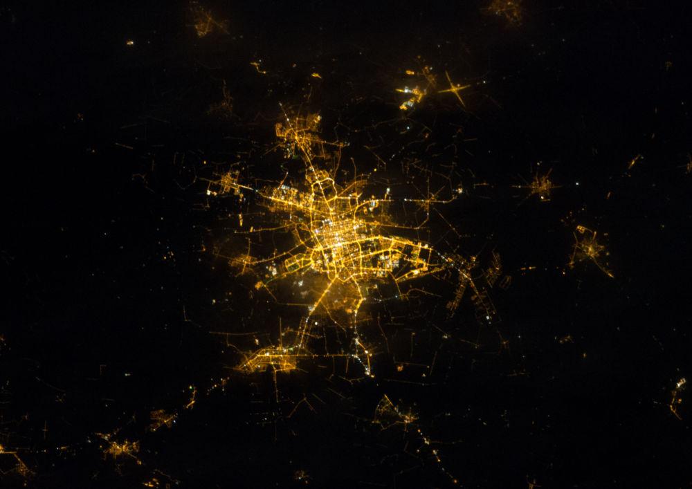 Nocny widok na Łódź z kosmosu