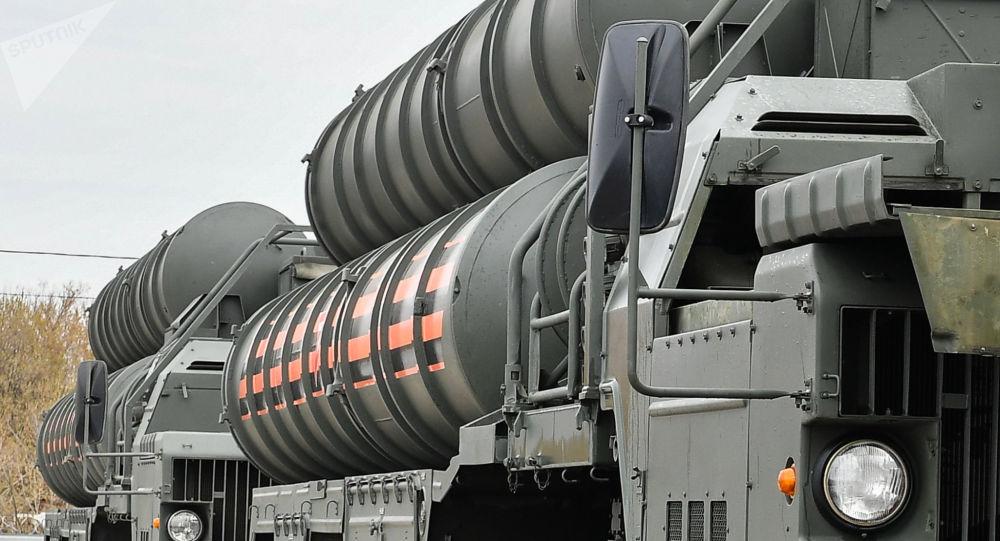 Wyrzutnie rakietowego systemu przeciwlotniczego S-400 Triumf