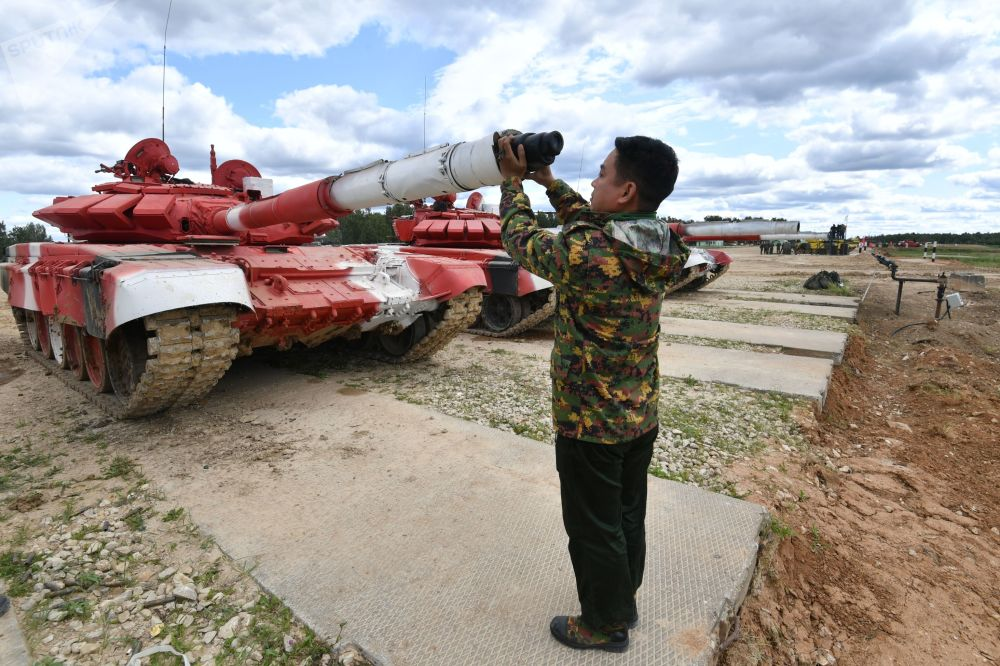 Uczestnicy biathlonu czołgowego z Mjanmy