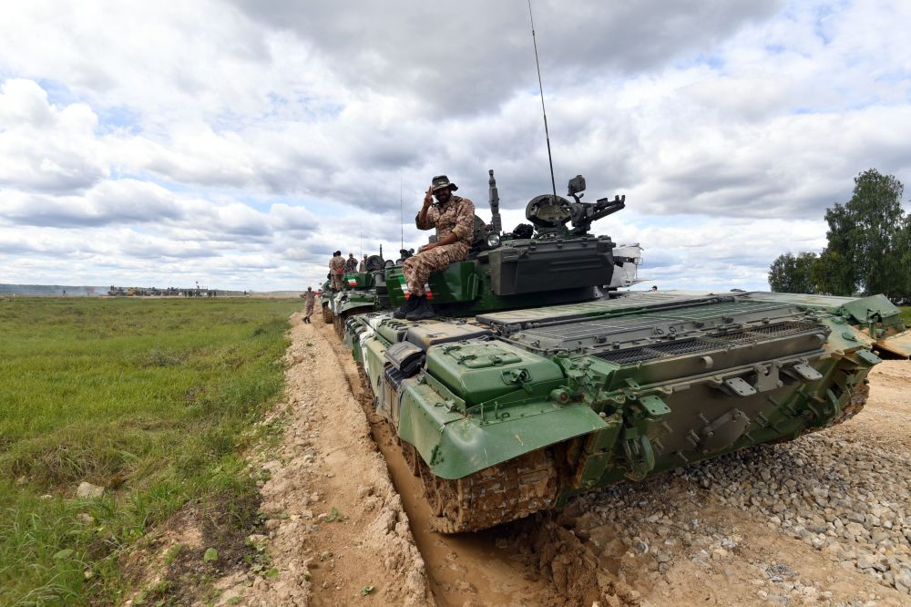 Uczestnik z Iranu na czołgu Т-72B3