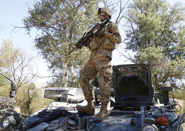 Amerykański żołnierz podczas ćwiczeń w Macedonii
