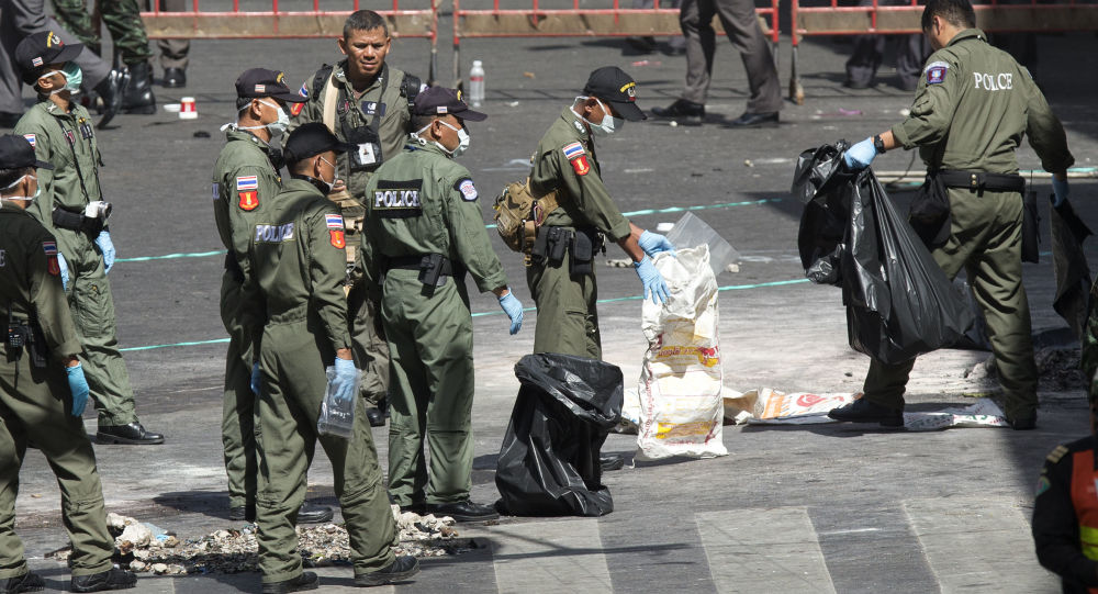 Tajska policja na miejscu wybuchu