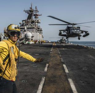 Okręt desantowy USA w Zatoce Perskiej