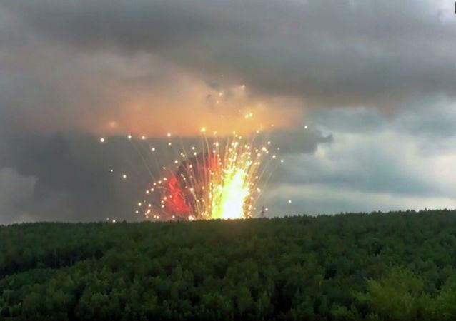 Pożar w jednostce wojskowej w Kraju Krasnojarskim. Eksploduje amunicja