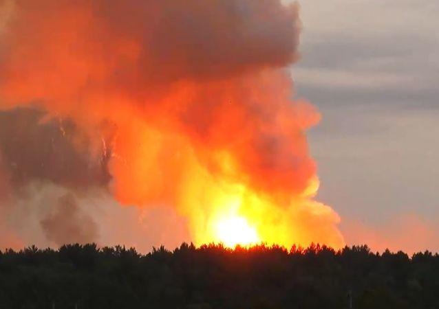 Pożar w magazynie amunicji artyleryjskiej na terytorium jednostki wojskowej w rejonie aczyńskim w Kraju Krasnojarskim