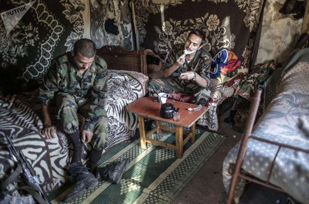 Żołnierze armii rządowej niedaleko tureckiej granicy