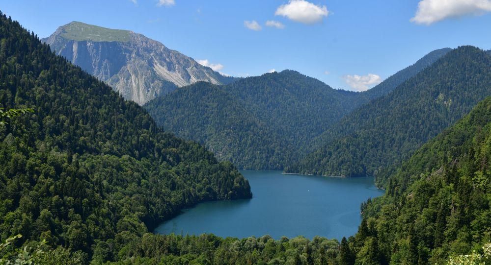 Jezioro Rica w Reliktowym Parku Narodowym w Abchazji