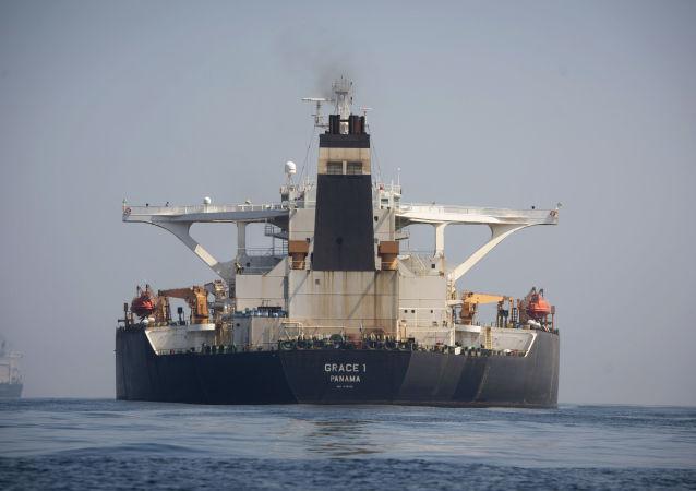 Tankowiec Grace 1 na wodach Gibraltaru