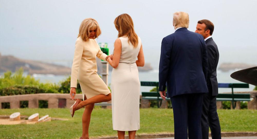 Prezydent USA Donald Trump z małżonką Melanią podczas spotkania z prezydentem Francji Emmanuelem Macronem i jego żoną Brigitte w trakcie szczytu g7