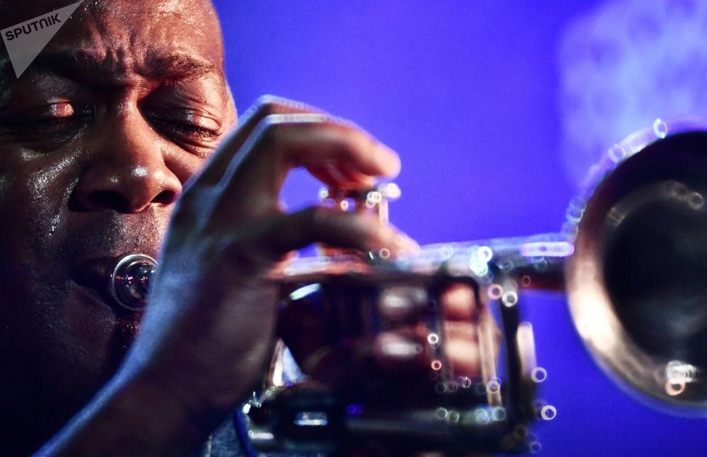 Trębacz Ted Wilson z USA na 17. międzynarodowym festiwalu muzycznym Koktebel Jazz Party na Krymie.